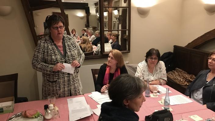 CDU Fraktionsvorsitzende Ute Stolz referiert zur aktuellen Politik im Kreis